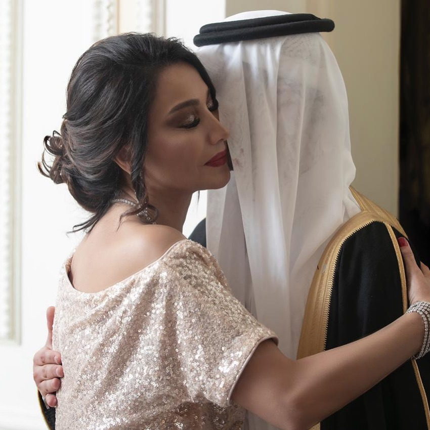 الاعلامية بسمة وهبى مع نجلها خلال حفل زفافه فى السعودية
