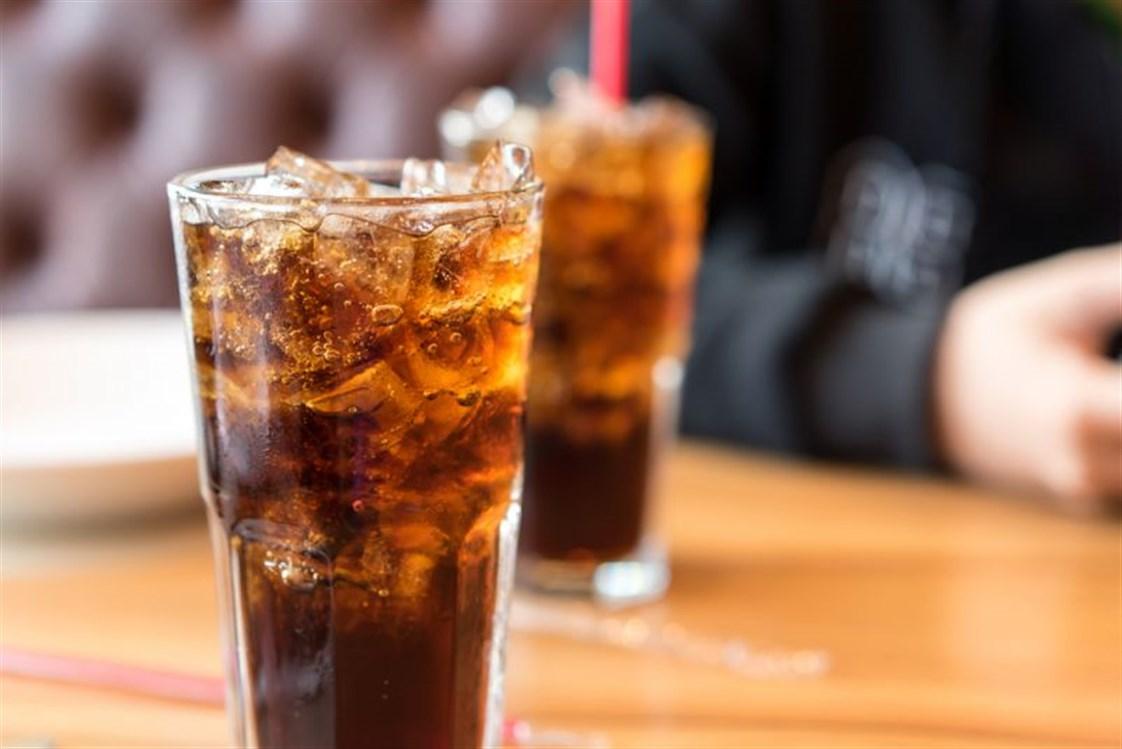 المشروبات الغازية المحلاة او الدايت ترفع خطر الوفاة مبكرا