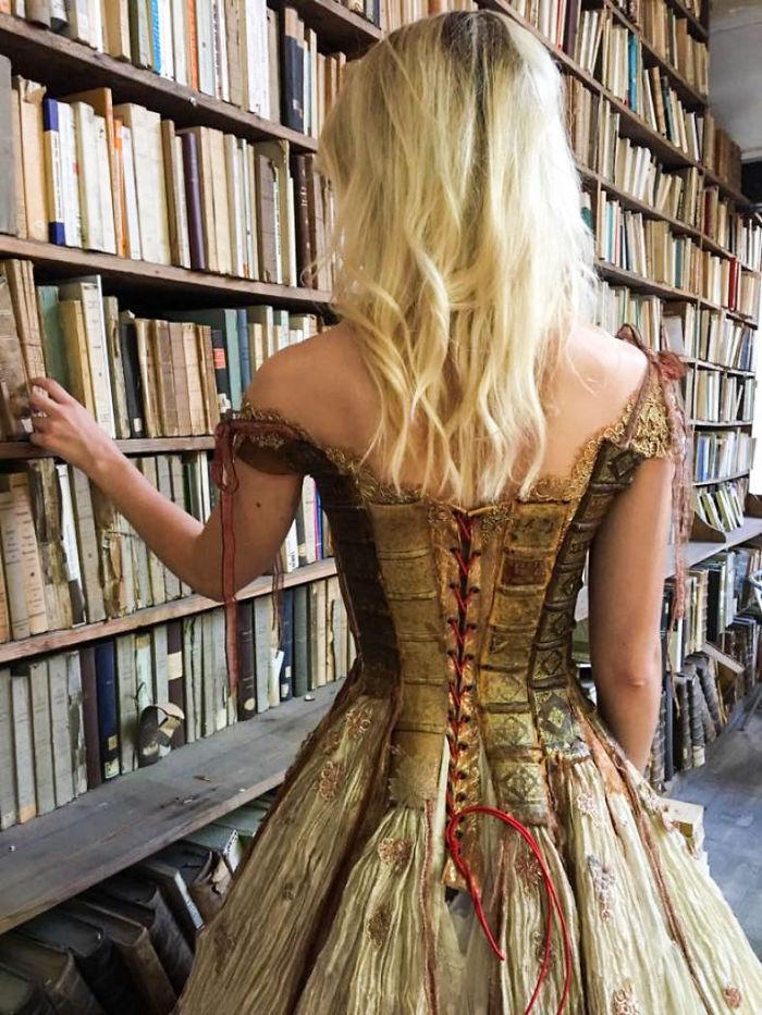 فساتين من حواف الكتب (3)