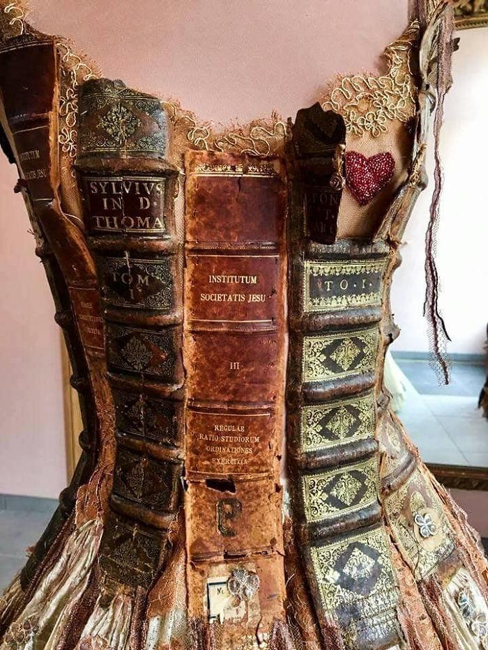 فساتين من حواف الكتب (4)