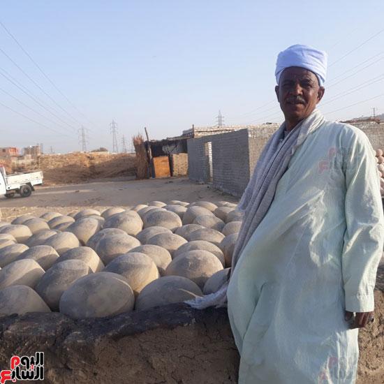 13-عم-محمد--بائع-وصنايعى-الفخار-بقنا