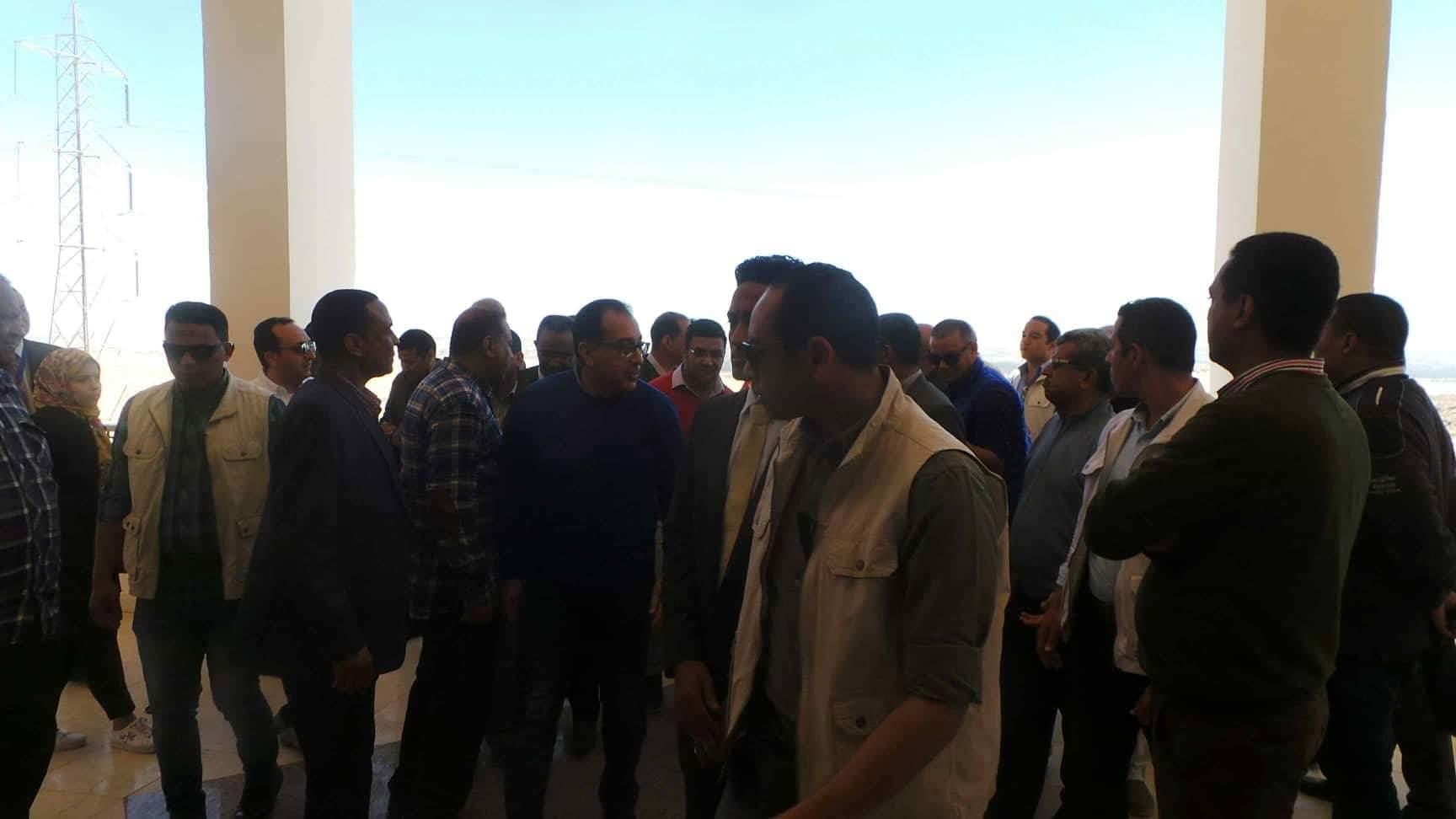 جانب من الزيارة لجامعة اسوان الجديدة (2)
