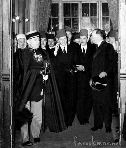 الامير فاروق بعد عودته من انجلترا بعد وفاة الملك فؤاد سنة 1936