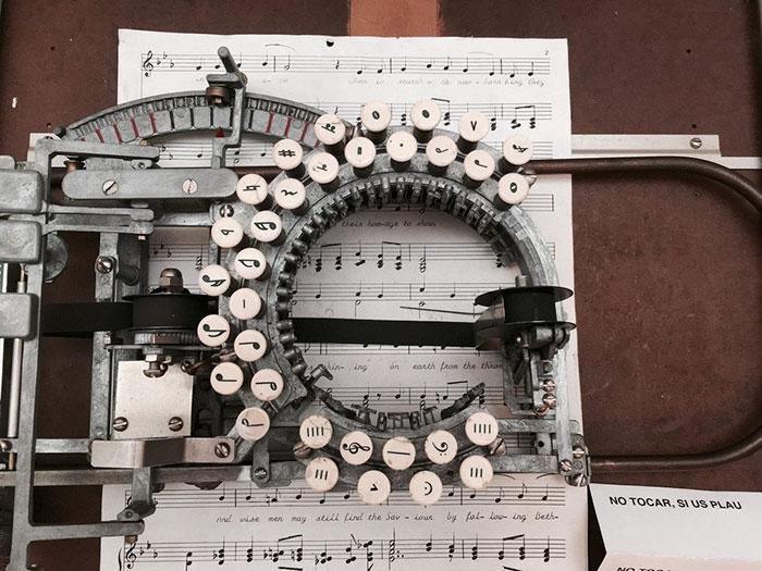 آلة كاتبة للنوتة الموسيقية  (8)