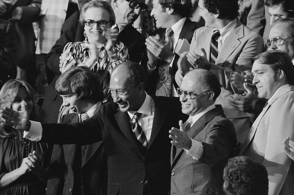 الرئيس الراحل أنور السادات ورئيس الوزراء الإسرائيى مناحم بيجن فى الكونجرس الأمريكى