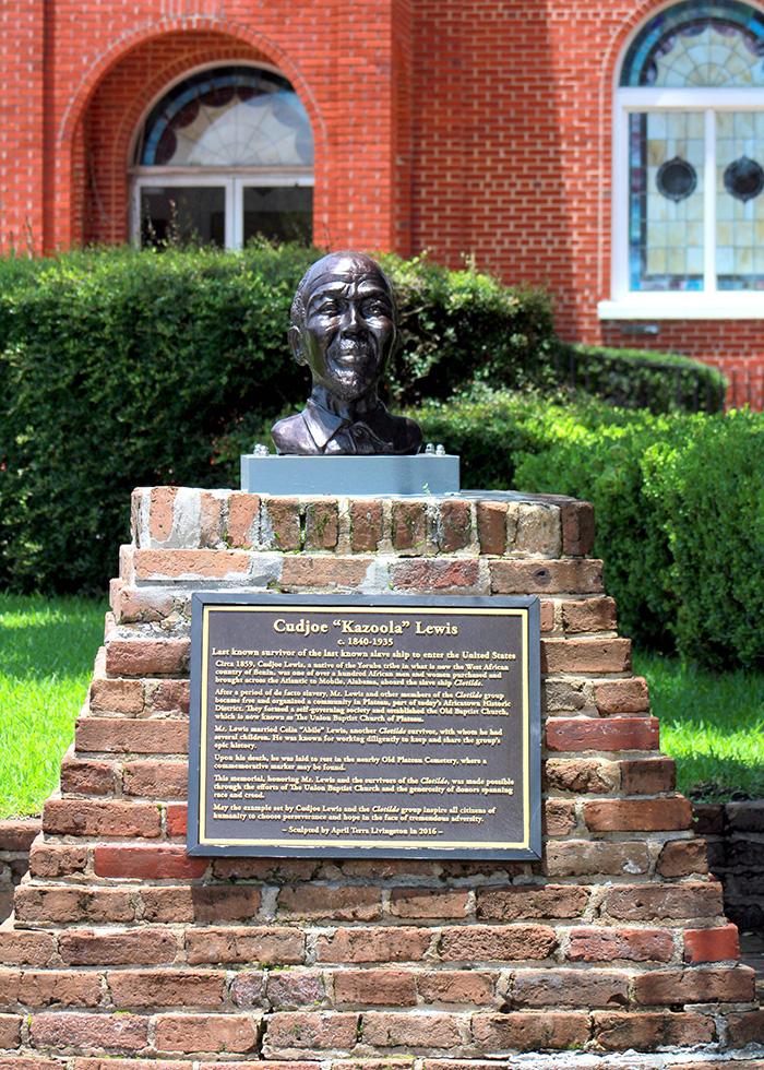 كودجو لويس  نصب تذكارى