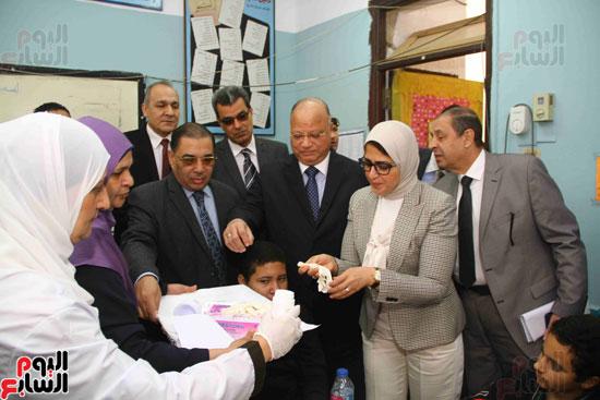 وزيرة الصحة تطلق حملة القضاء على الديدان  (6)