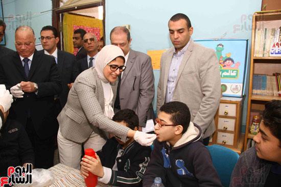 وزيرة الصحة تطلق حملة القضاء على الديدان  (8)