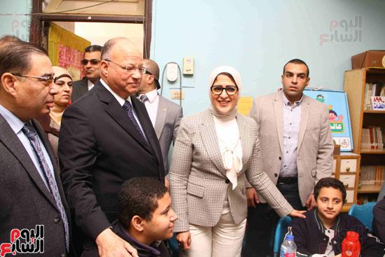 وزيرة الصحة تطلق حملة القضاء على الديدان  (4)