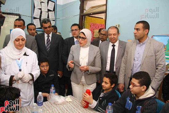 وزيرة الصحة تطلق حملة القضاء على الديدان  (12)