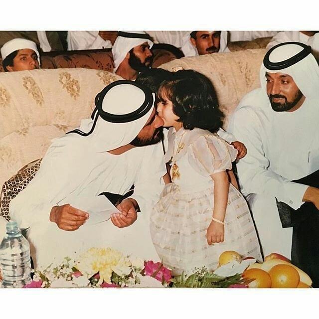 الشيخ محمد بن راشد مع نجلته الشيخة