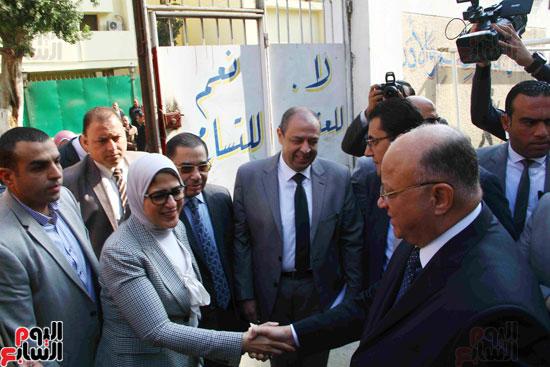 وزيرة الصحة تطلق حملة القضاء على الديدان  (1)