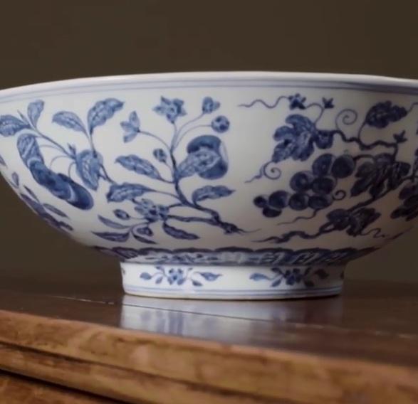 بيع طبق فاكهة صينى عمره 600 عام بـ54 مليون جنيه فى مزاد عالمى (1)