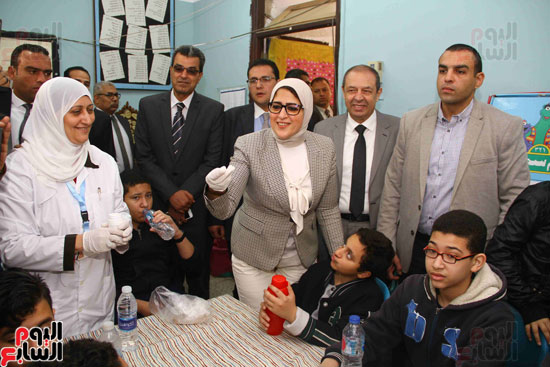 وزيرة الصحة تطلق حملة القضاء على الديدان  (10)