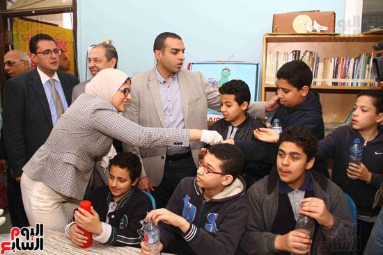 وزيرة الصحة تطلق حملة القضاء على الديدان  (9)
