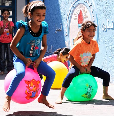 أطفال من غزة يظهر عليهم معالم السعادة