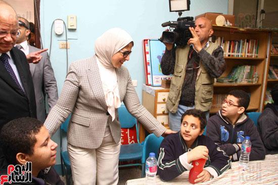 وزيرة الصحة تطلق حملة القضاء على الديدان  (3)