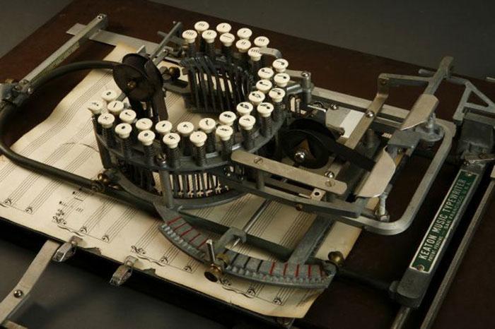آلة كاتبة للنوتة الموسيقية  (4)