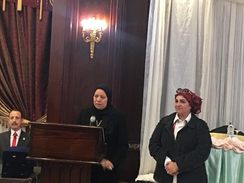تعليم القاهرة تكرم الأم المثالية والأب من ذوى الإحتياجات الخاصة وأم الشهيد (2)