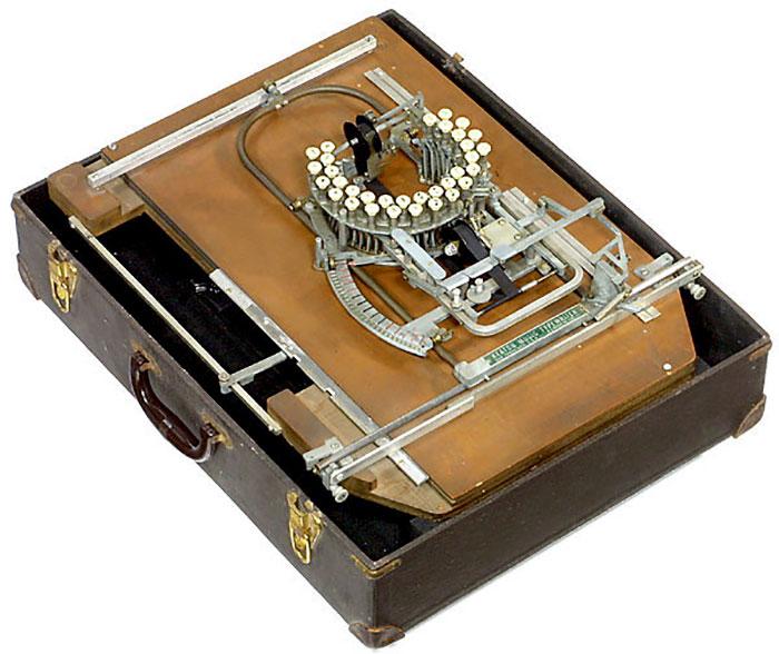 آلة كاتبة للنوتة الموسيقية  (1)