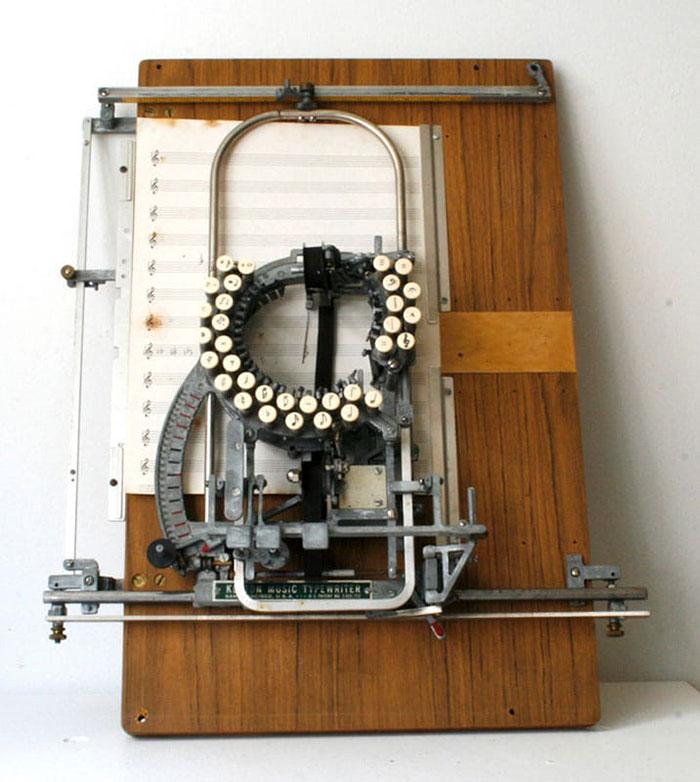 آلة كاتبة للنوتة الموسيقية  (5)