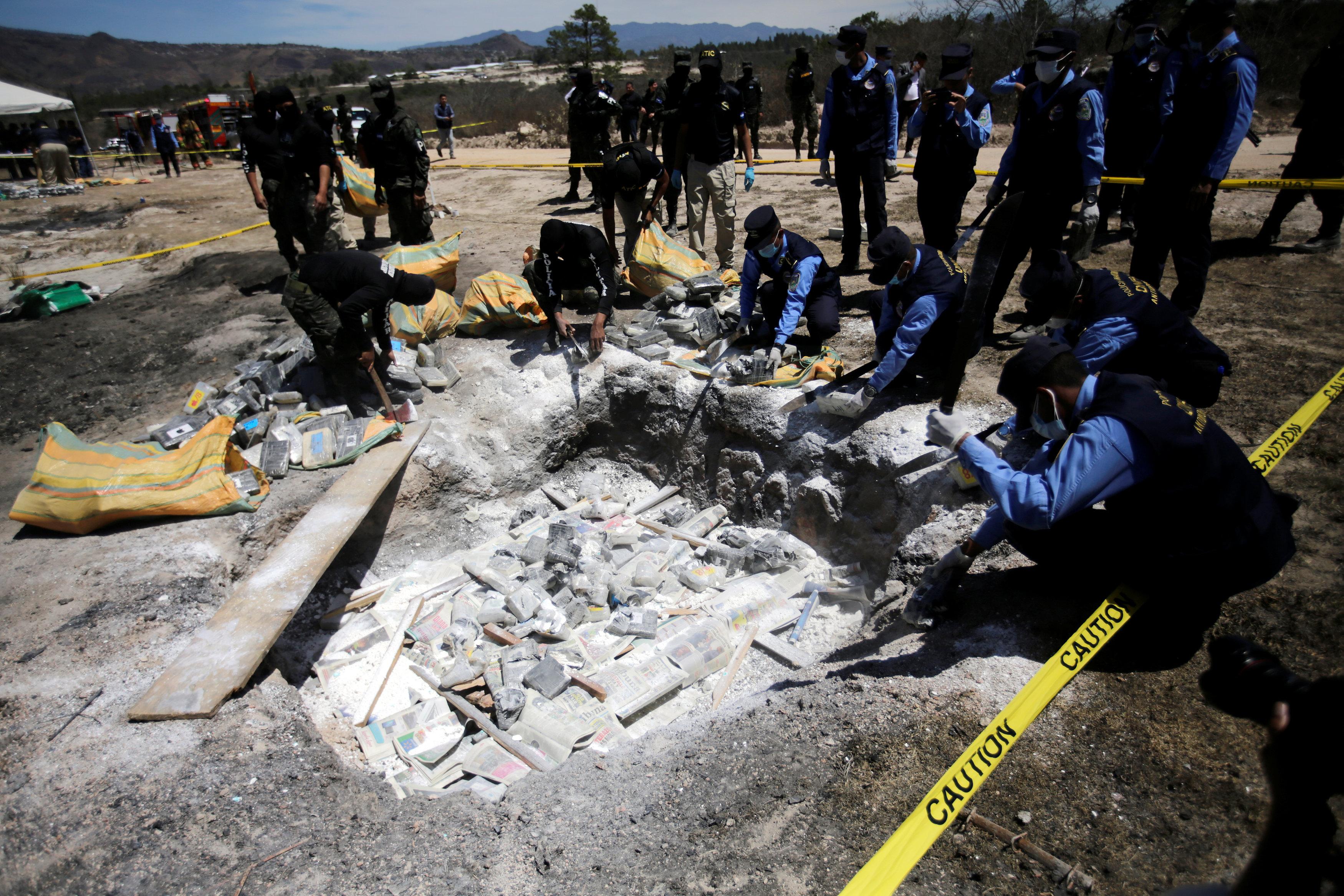تدمير المخدرات فى هندوراس (2)
