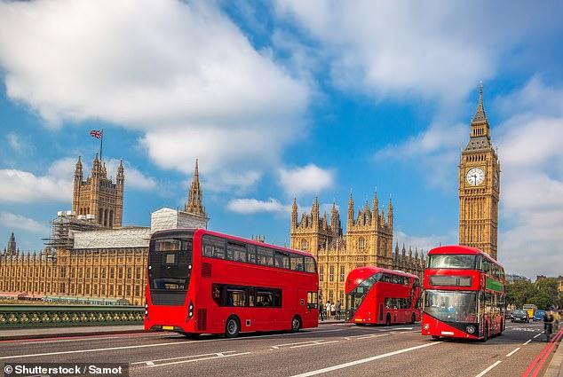 اتوبيس نقل عام فى لندن عثر عامل نظافة على 300 الف جنيه استرالينى بداخله