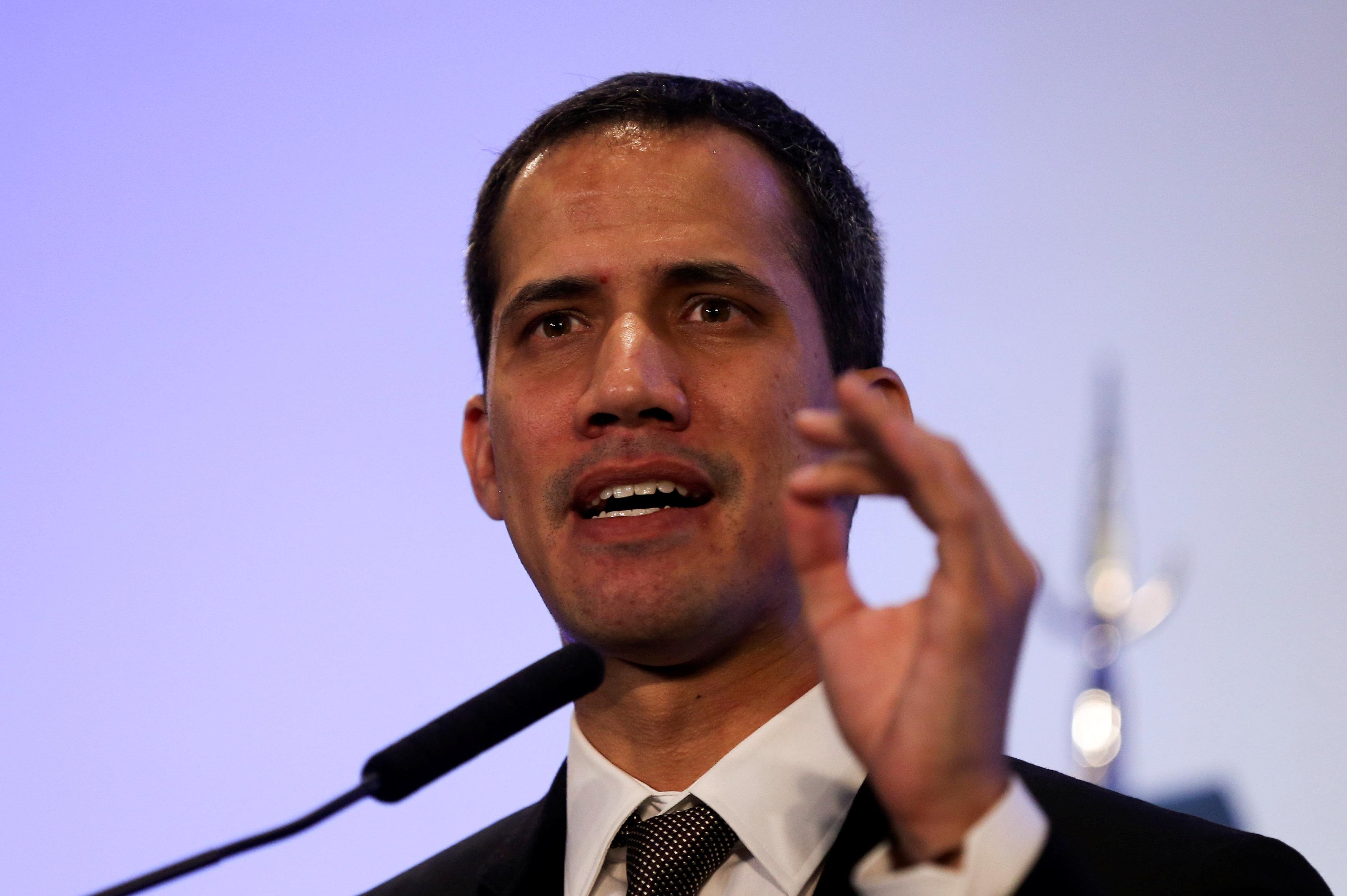 زعيم المعارضة الفنزويلية خوان جوايدو (1)
