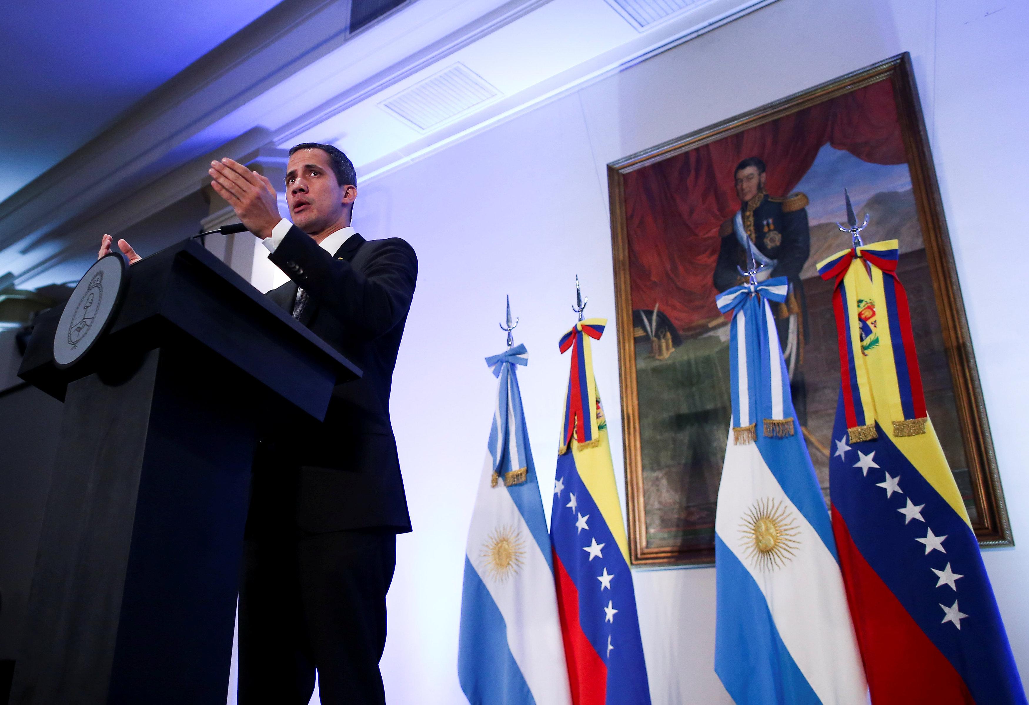 زعيم المعارضة الفنزويلية خوان جوايدو (2)