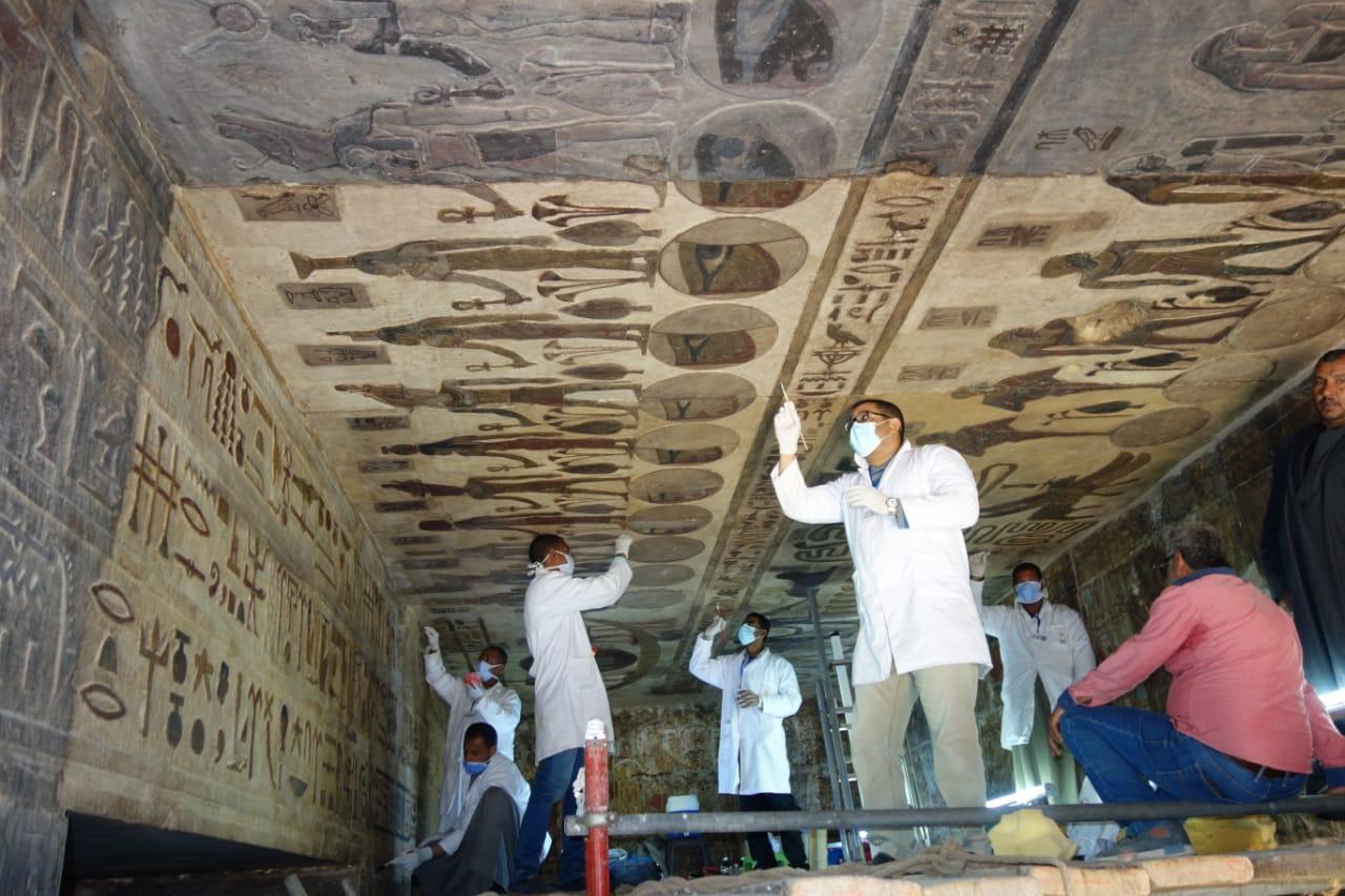 خلال ترميم معبد اسنا (5)