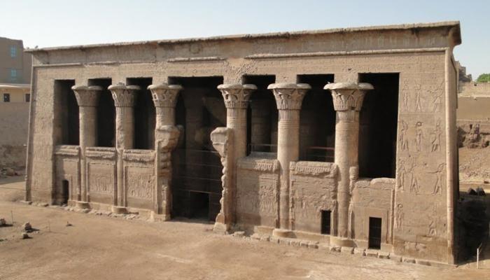 خلال ترميم معبد اسنا (3)