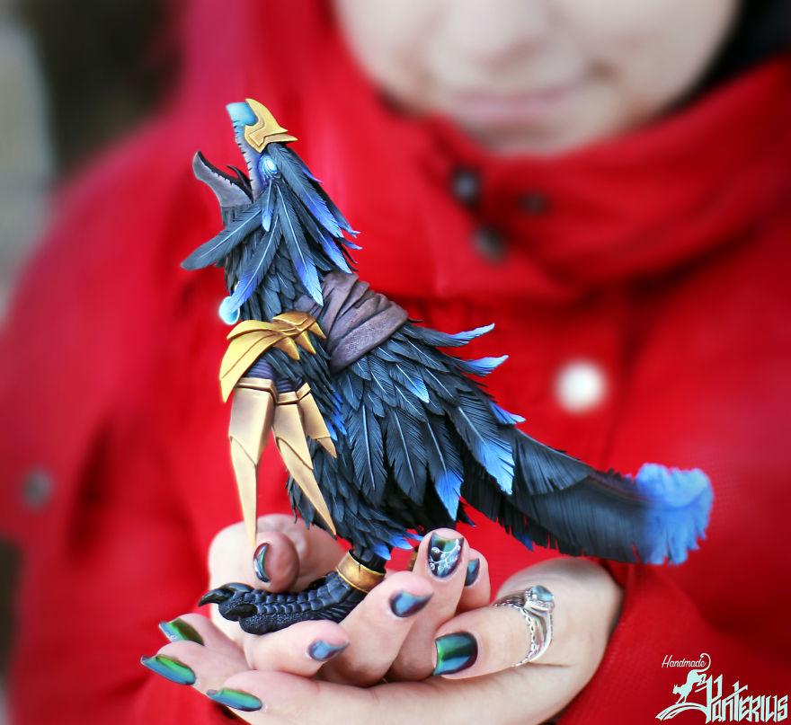 فتاة تقوم بنحت حيوانات خرافية من وحى الأدب (21)