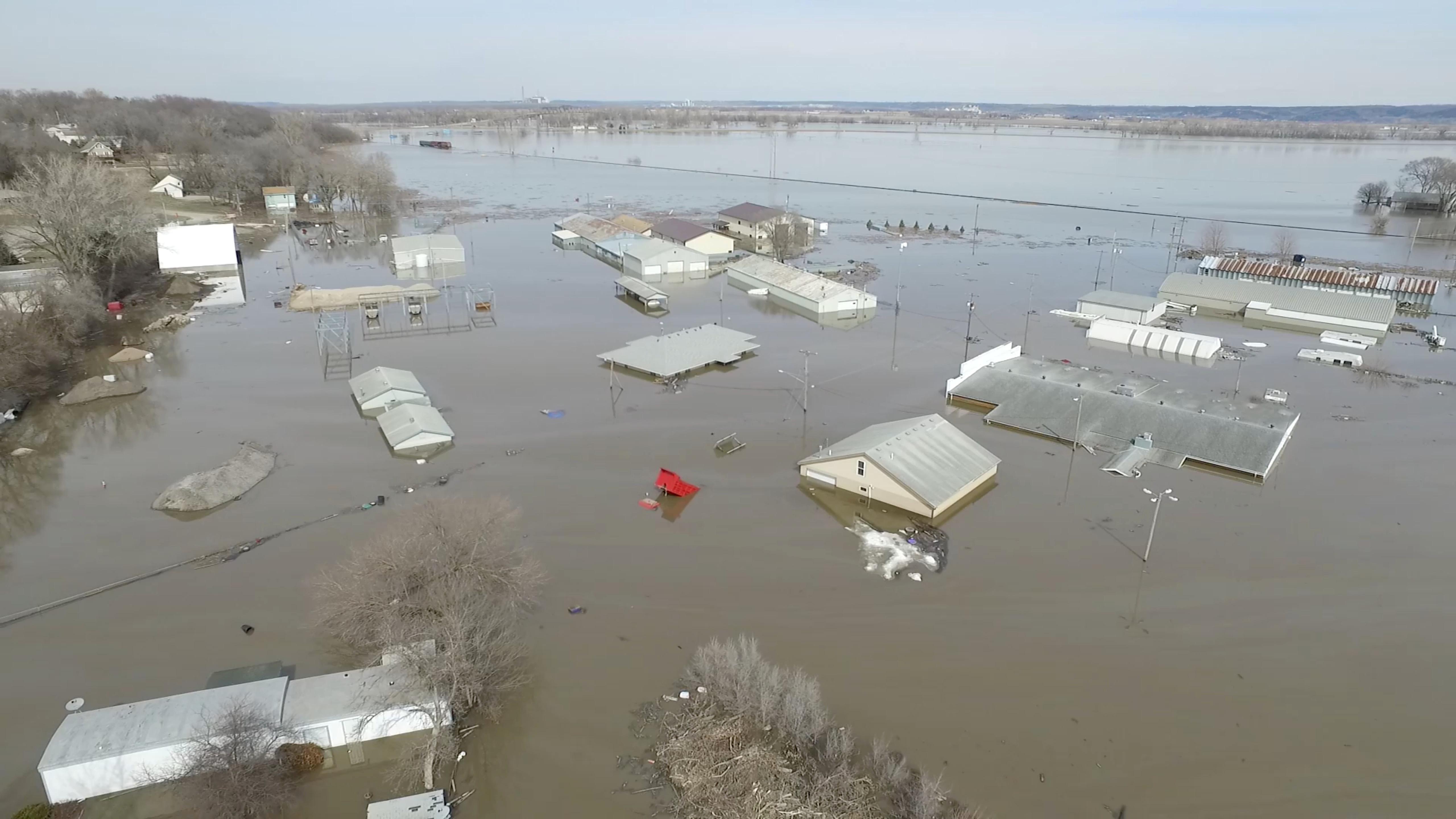 فيضانات (3)
