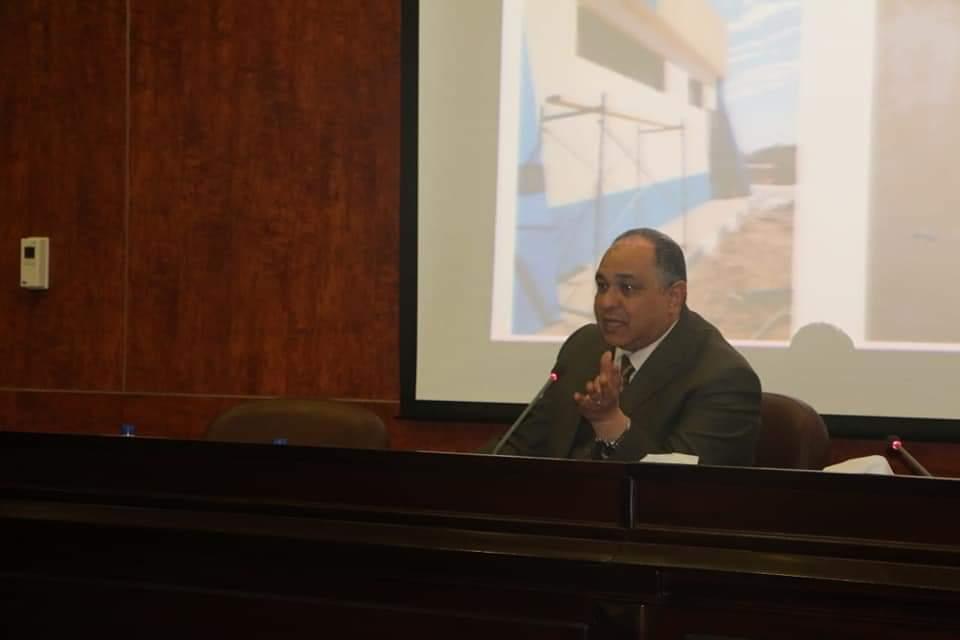 رئيس المصرية للمطارات يجتمع بالعاملين (1)
