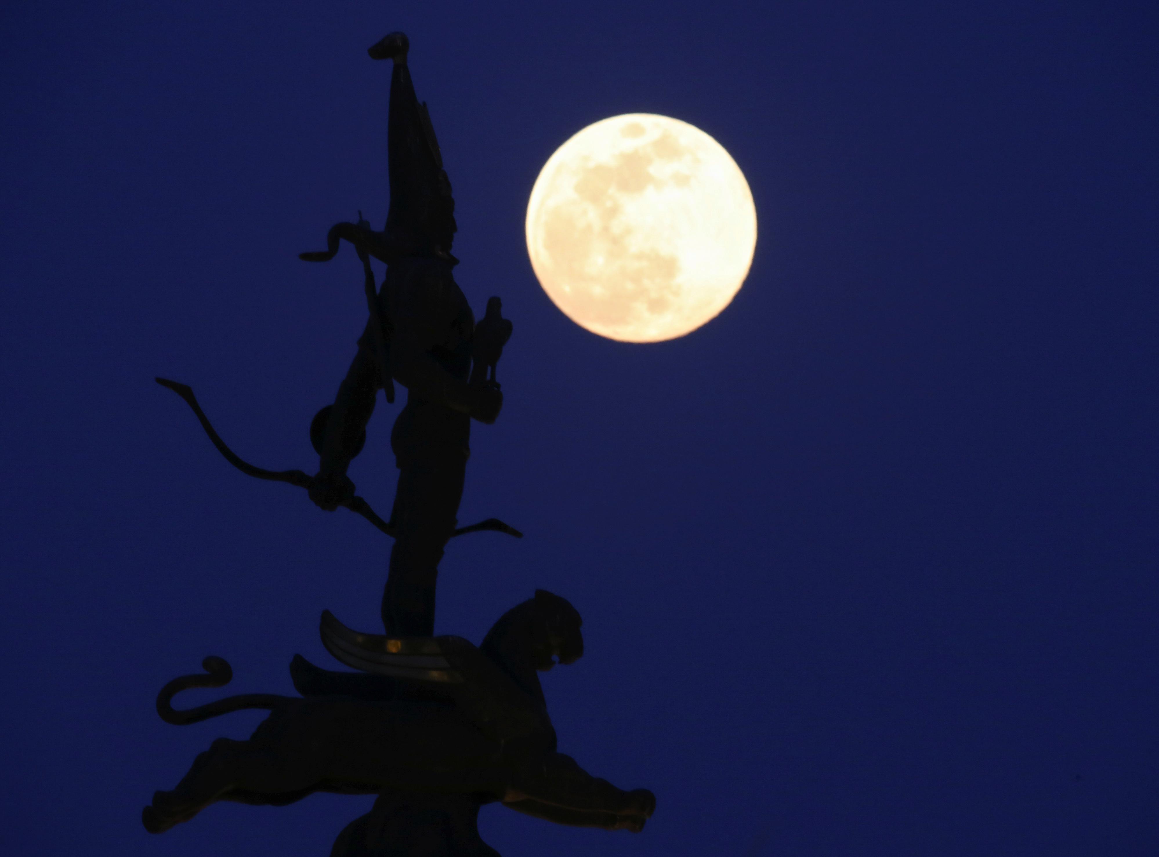 القمر العملاق (5)