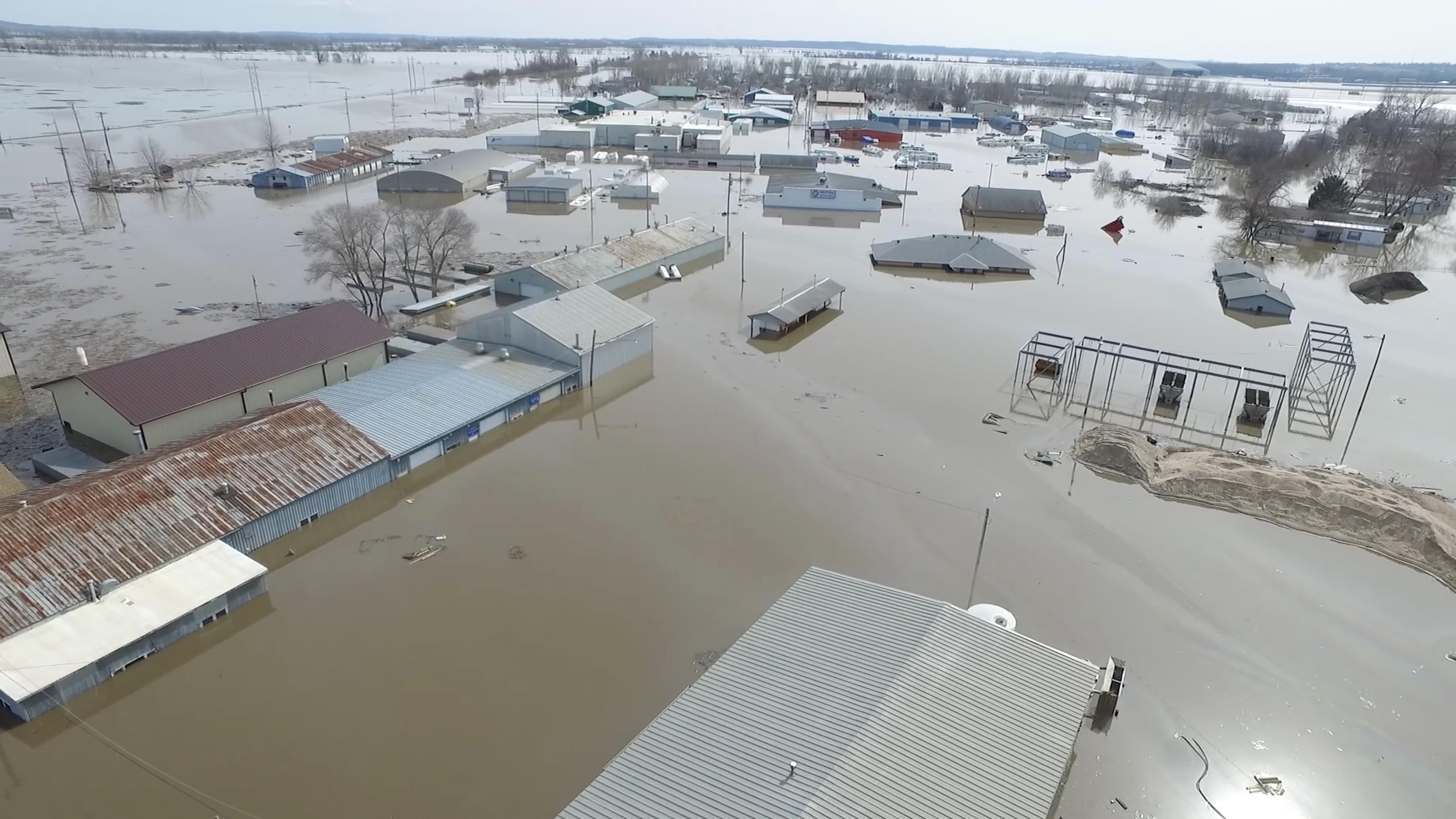 فيضانات (2)
