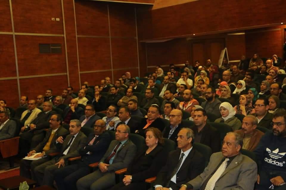 رئيس المصرية للمطارات يجتمع بالعاملين (3)