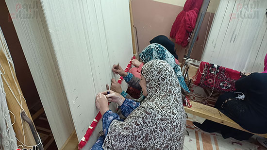الأمهات-العاملات-بتصنيع-السجاد-(5)