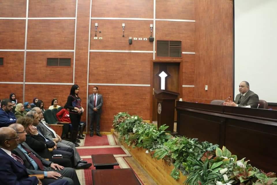 رئيس المصرية للمطارات يجتمع بالعاملين (4)
