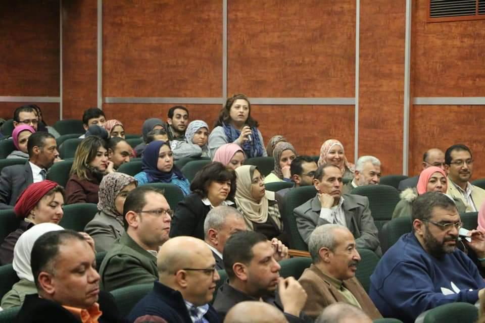 رئيس المصرية للمطارات يجتمع بالعاملين (2)