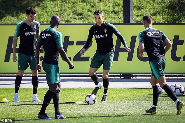 رونالدو فى تدريبات منتخب البرتغال