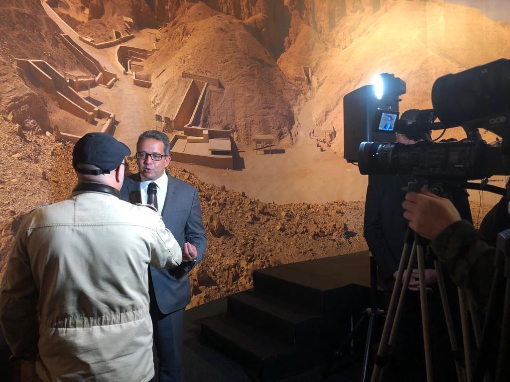 وزير الآثار يجرى حوارات لقنوات عالمية (3)