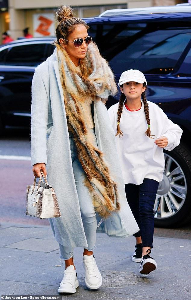 جينيفر لوبيز مع ابنتها ايمى