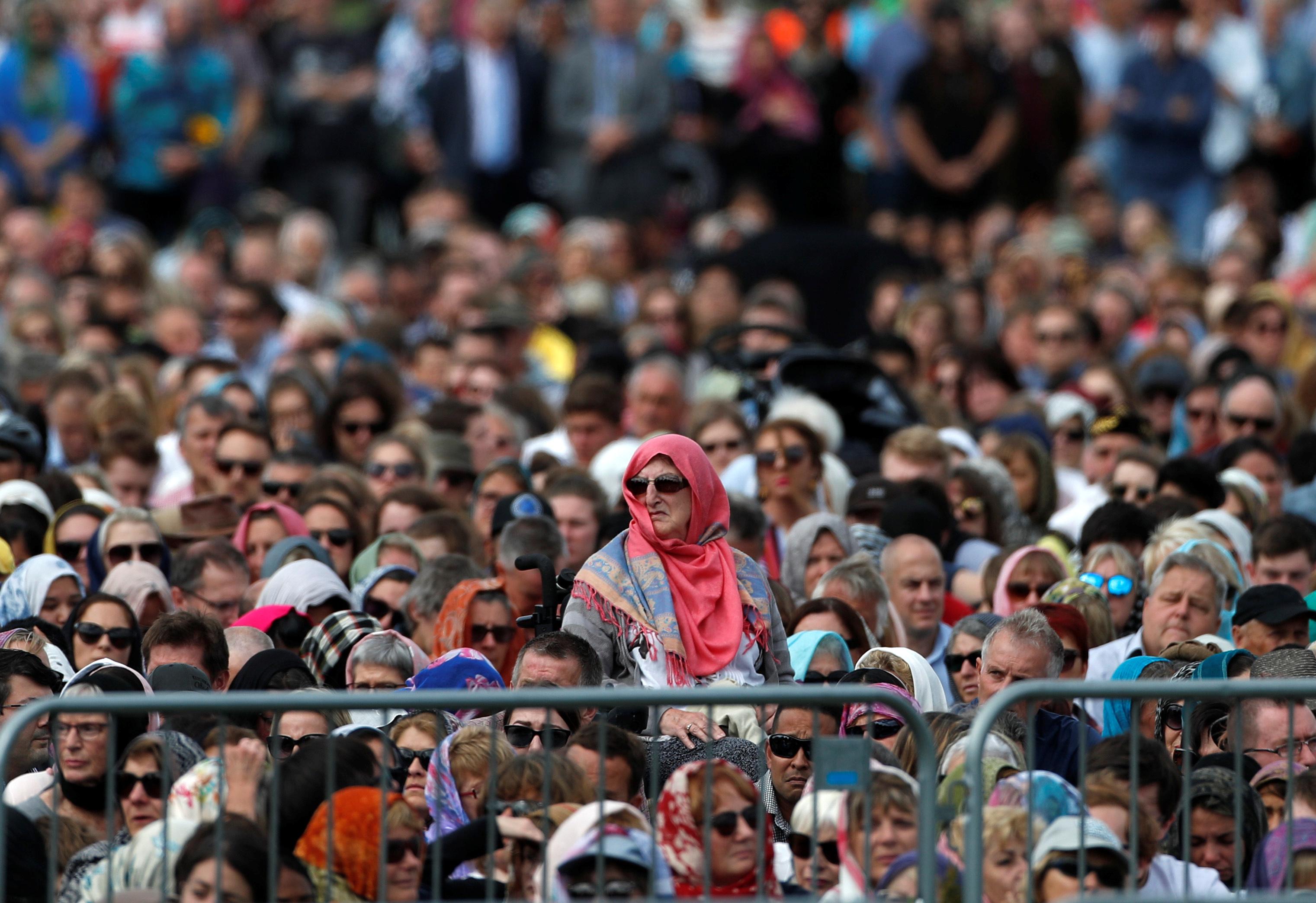 الآلاف فى تأبين ضحايا هجوم المسجدين بنيوزيلندا (4)
