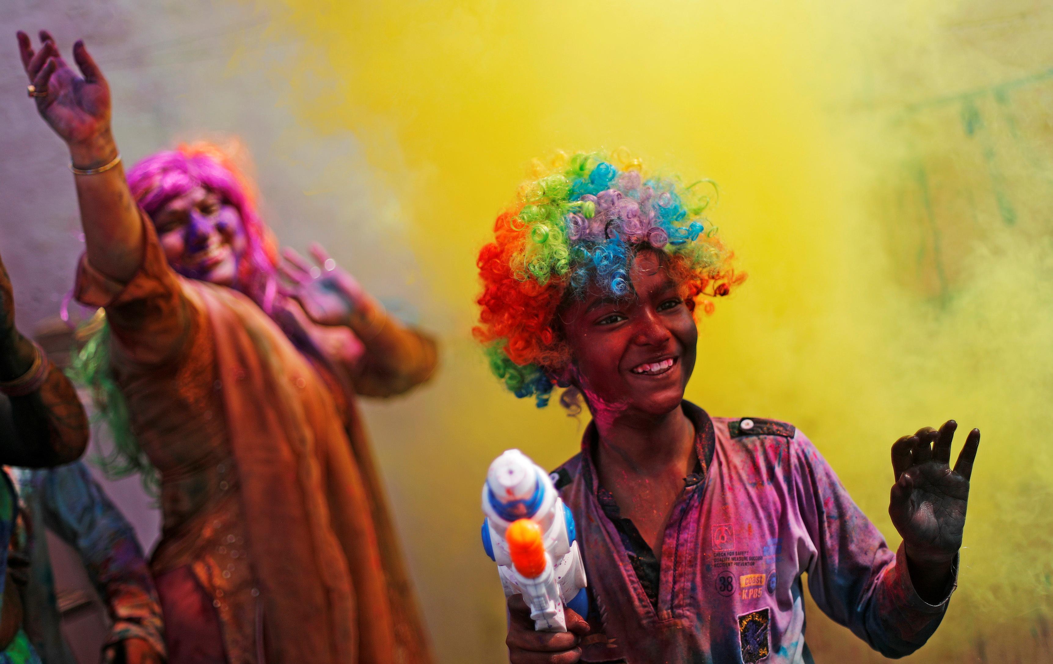 مهرجان الألوان المبهجة فى الهند احتفالا بقدوم فصل الربيع (11)