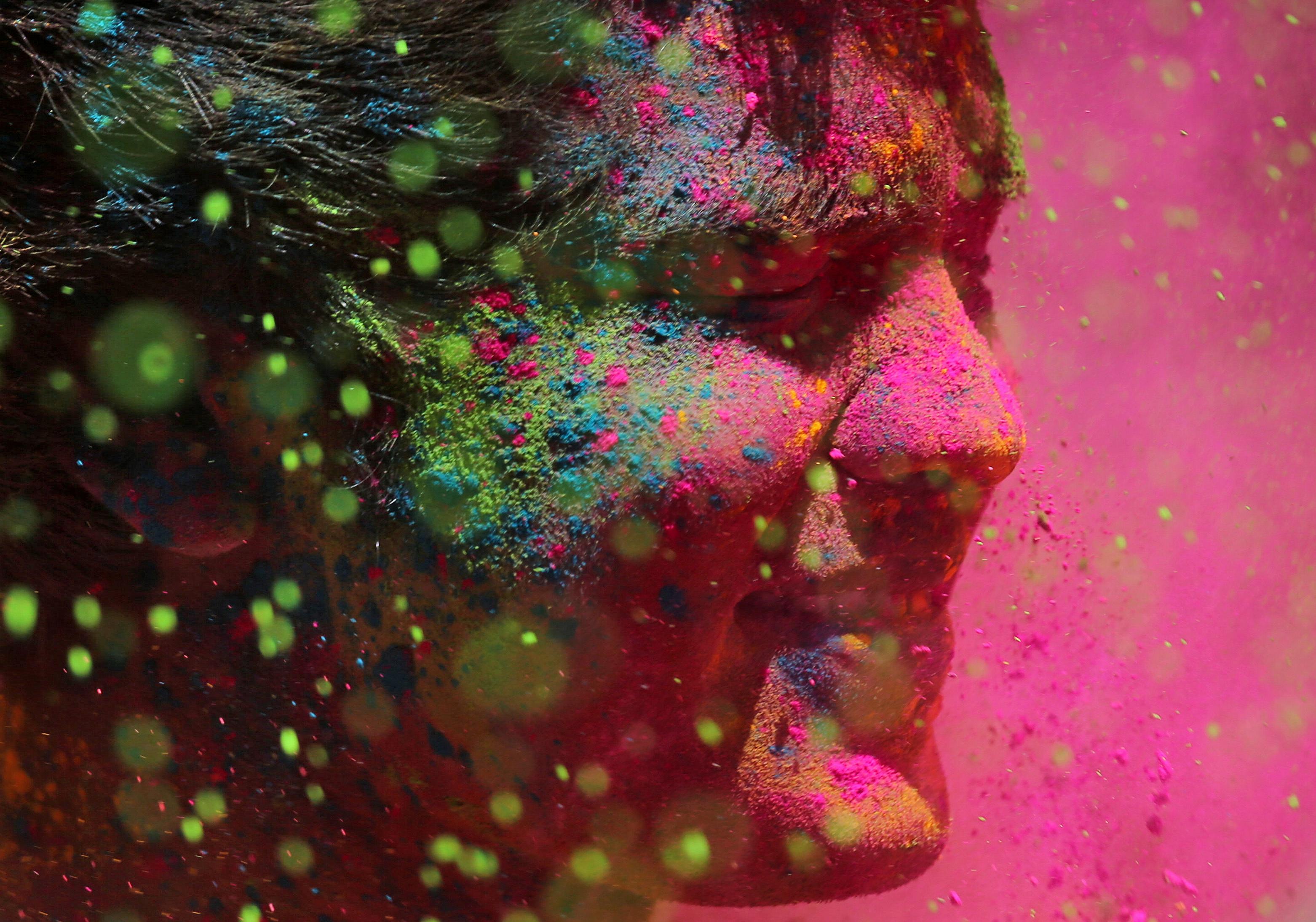 مهرجان الألوان المبهجة فى الهند احتفالا بقدوم فصل الربيع (18)