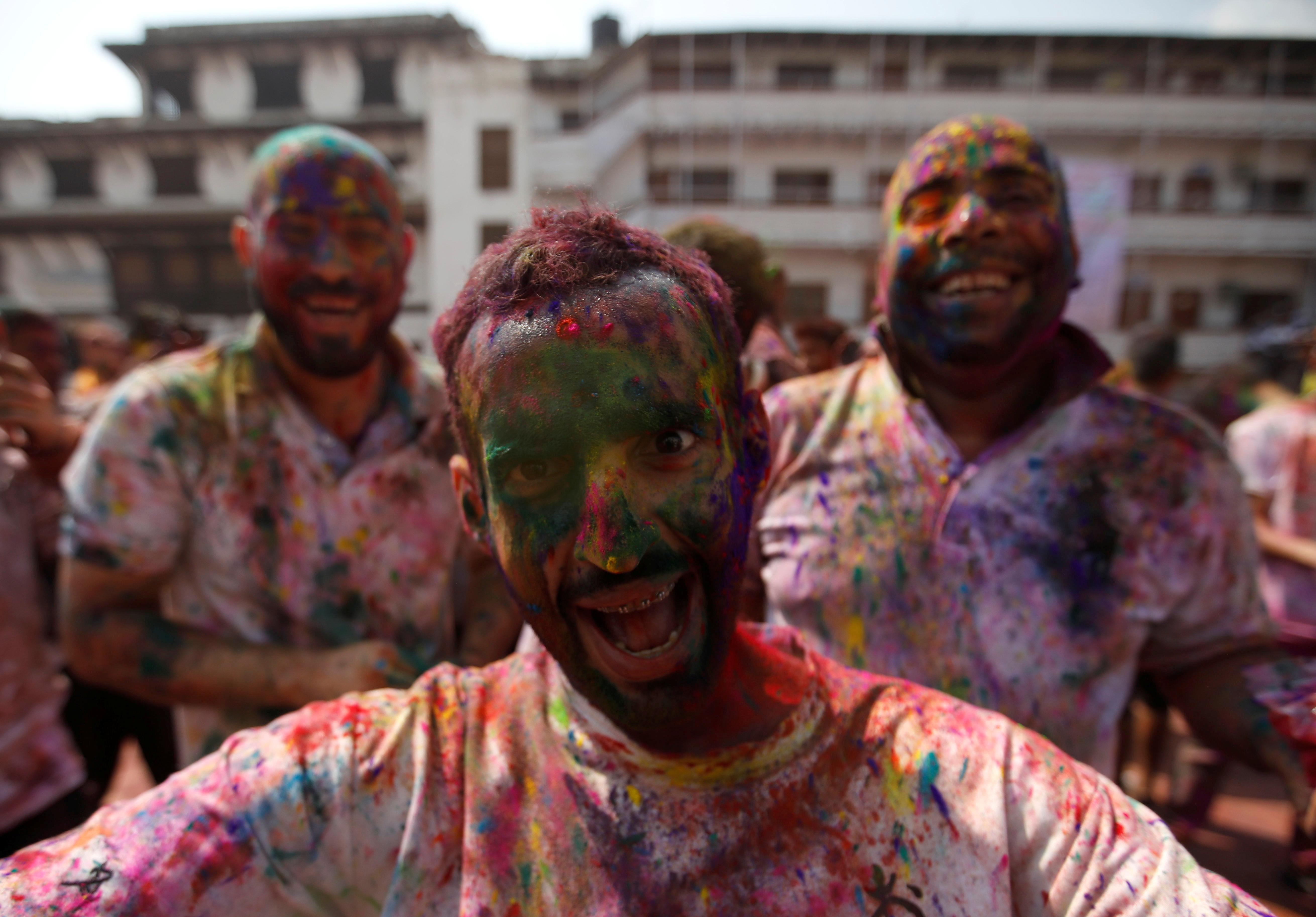 مهرجان الألوان المبهجة فى الهند احتفالا بقدوم فصل الربيع (2)