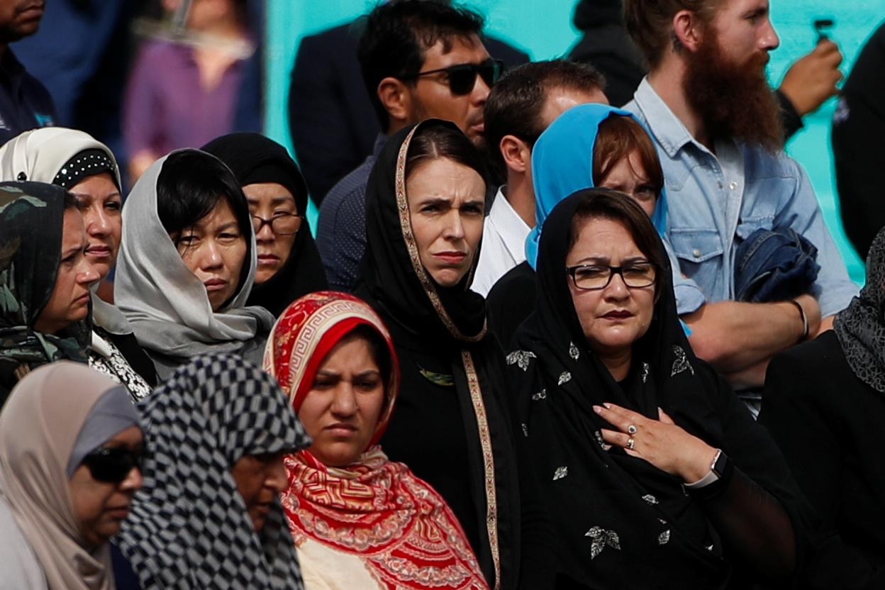 رئيسة وزراء نيوزيلندا تشارك فى أول صلاة جمعة بمسجد النور (4)