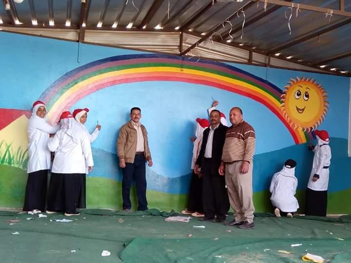 طالبات مدرسة موط الفنية ينفذن مبادرة تجميل أسوار المدارس بلوحات جدارية (17)