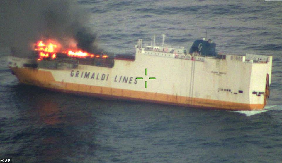 أحتراق المواد السامة قبل غرق السفينة